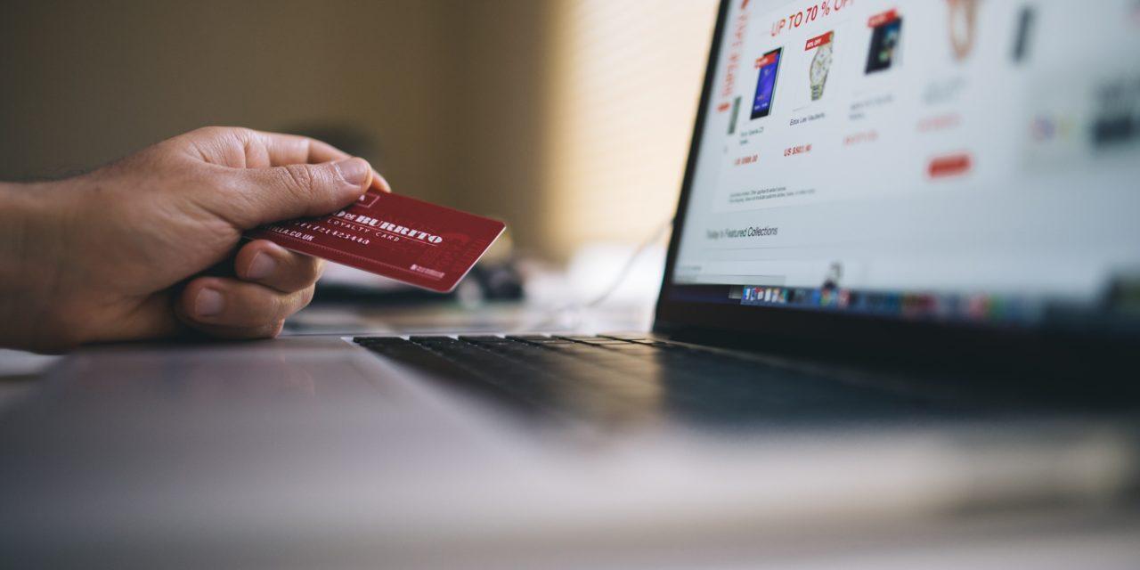 https://godeluxefinancial.com/wp-content/uploads/2019/11/black-friday-buy-credit-card-34577-min-1280x640.jpg