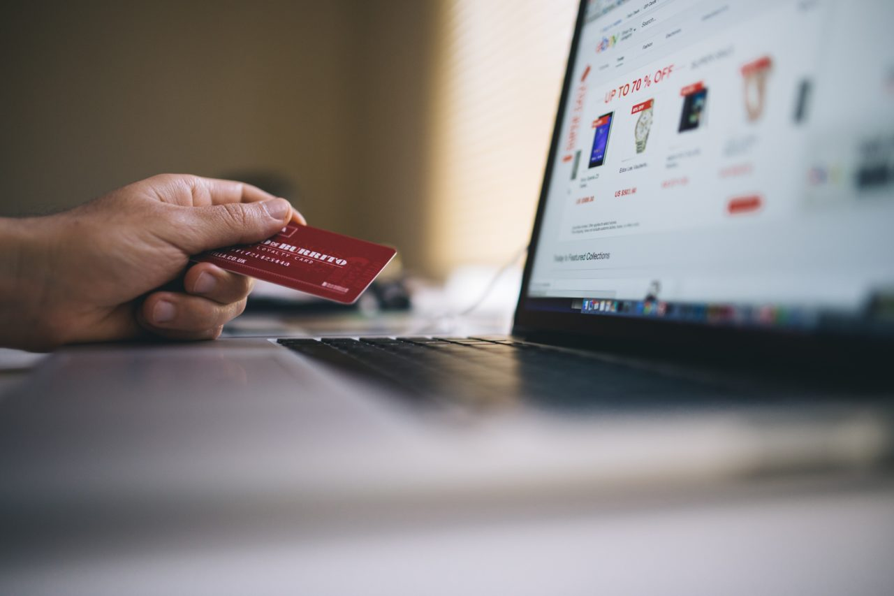 https://godeluxefinancial.com/wp-content/uploads/2019/11/black-friday-buy-credit-card-34577-min-1280x853.jpg